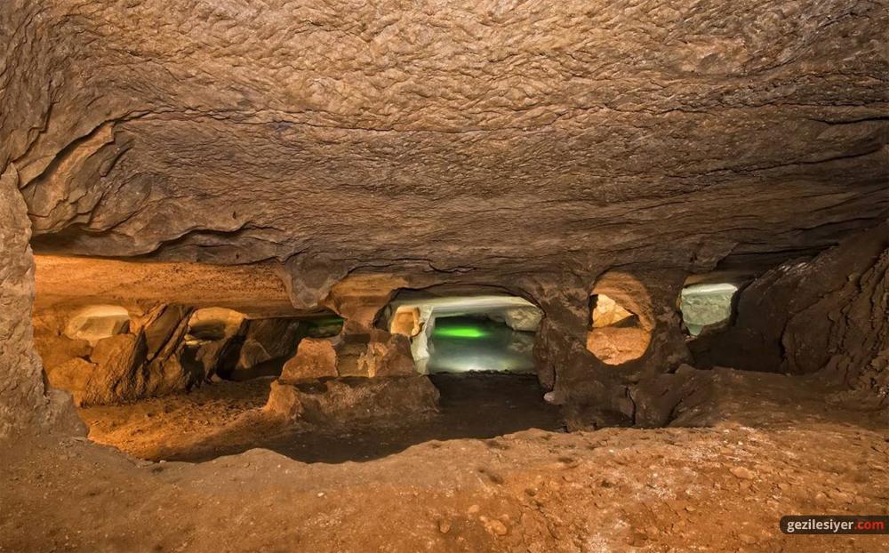Pileki Mağarası