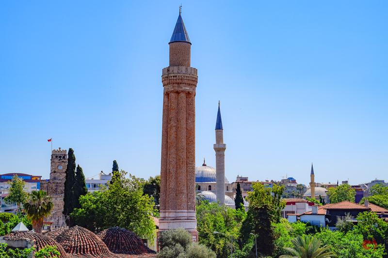 Yivri Minare Külliyesi