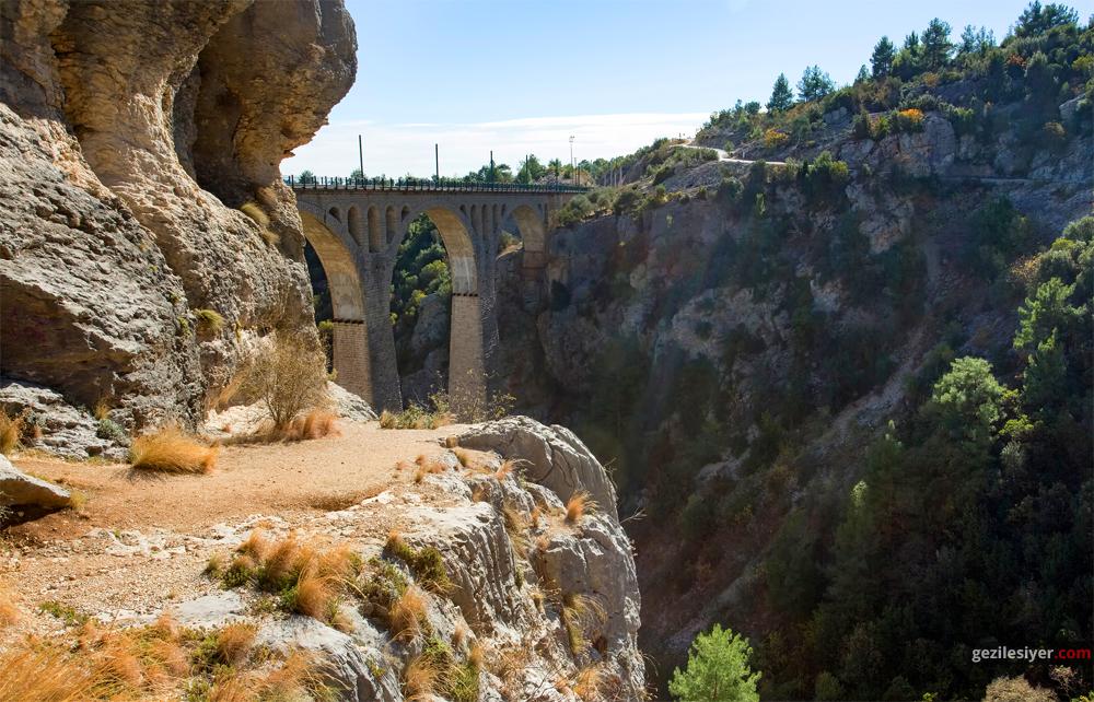 Varda Köprüsü, Karaisali