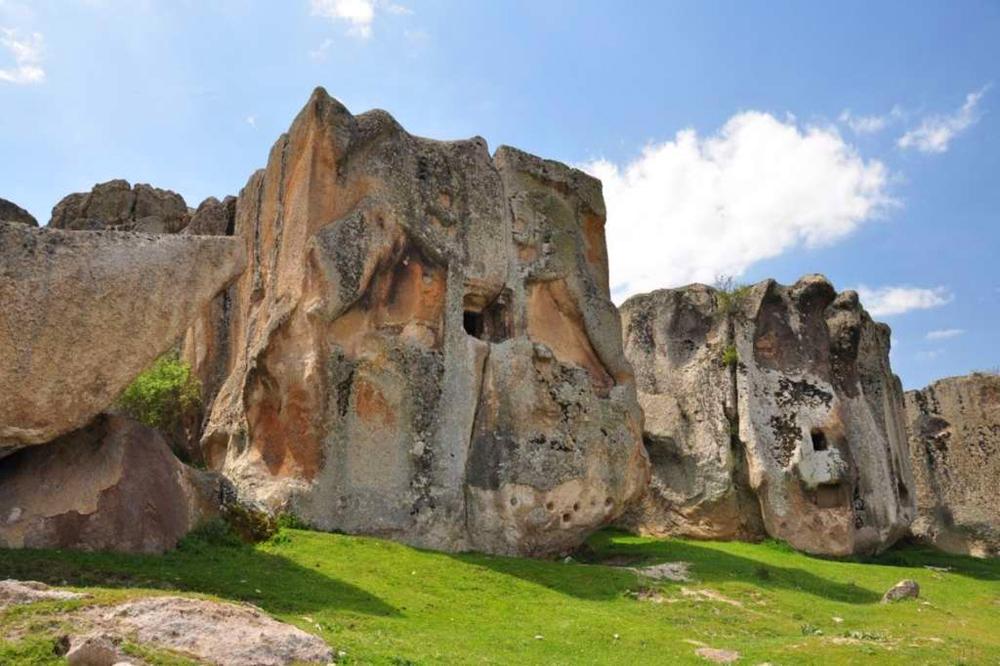 Aslantaş Anıtı